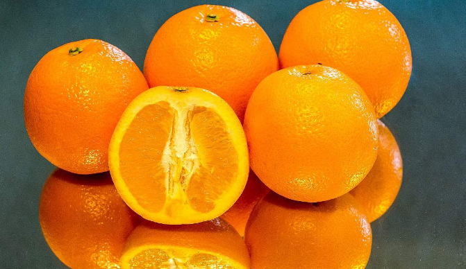 Premium fresh navel oranges
